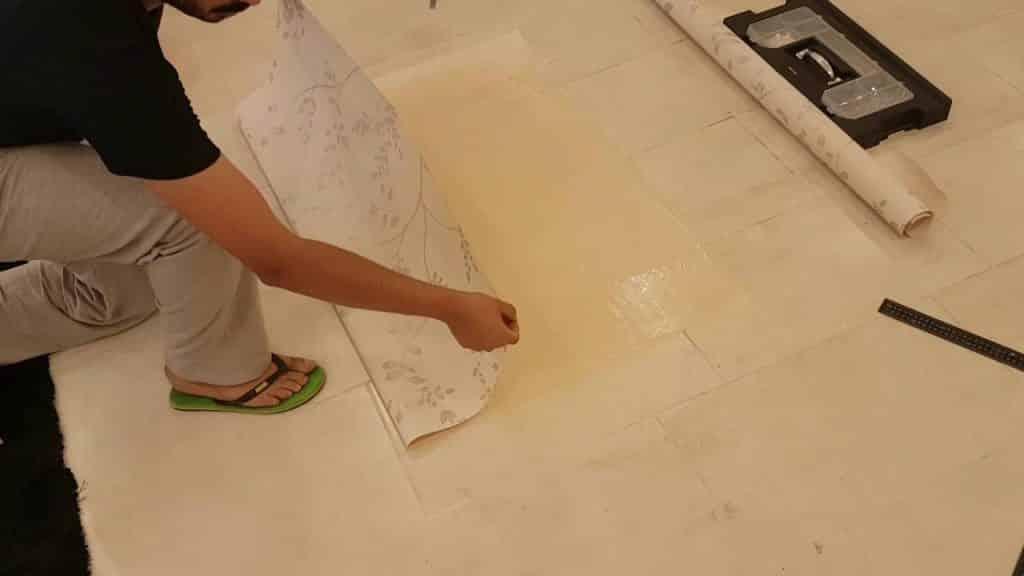 تركيب ورق الجدران